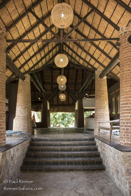 Mfuwe Lodge Entrance-1634