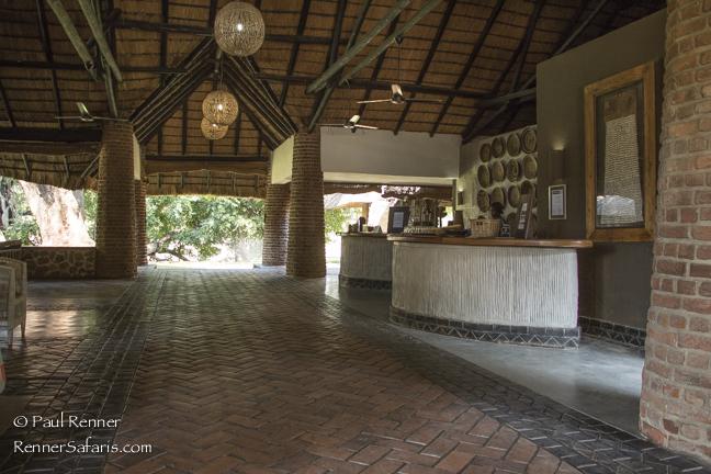 Mfuwe Lodge Loby-1637